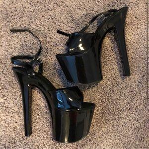 "Brand new 7"" Ellie platform heels"